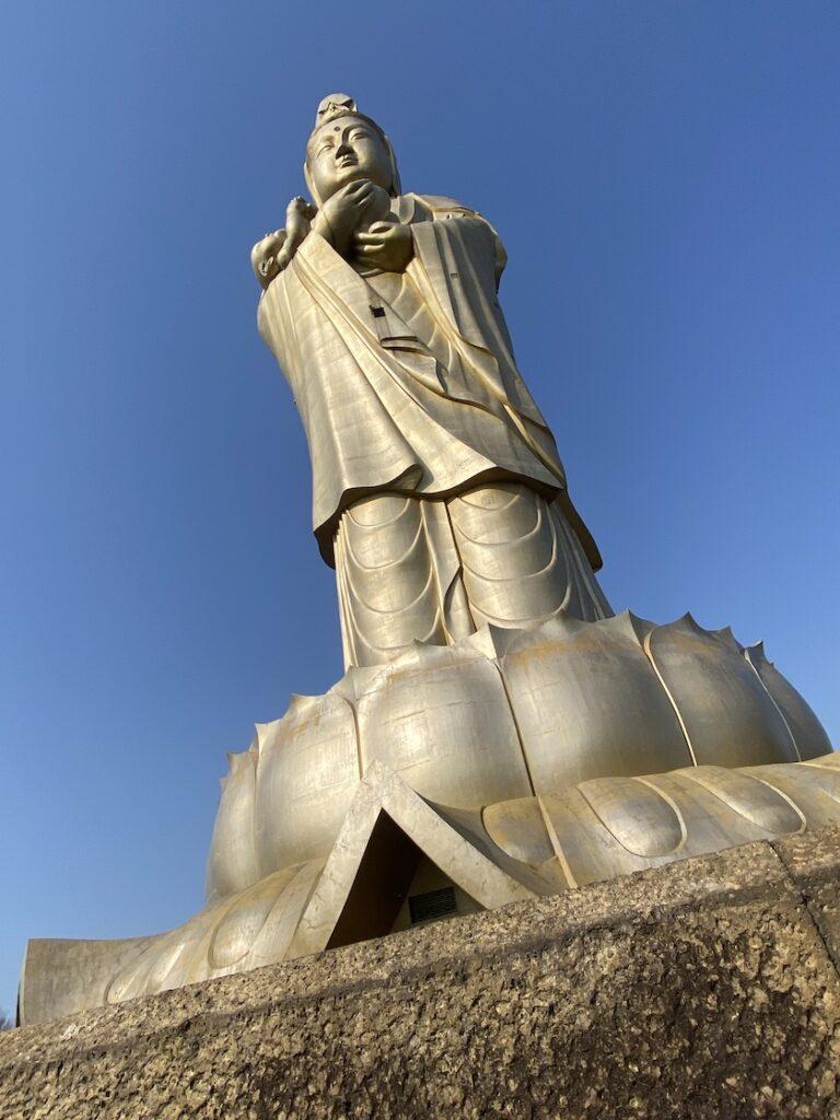 旧ユートピア加賀の郷、観音院加賀寺の大観音像