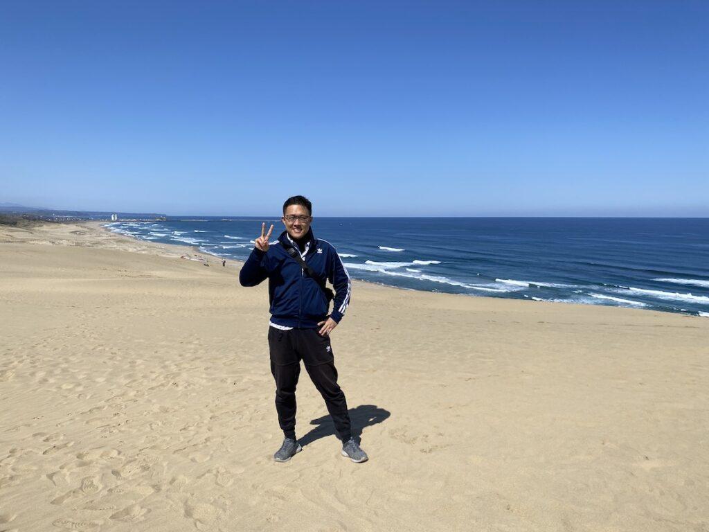 鳥取砂丘に立つ福田健児