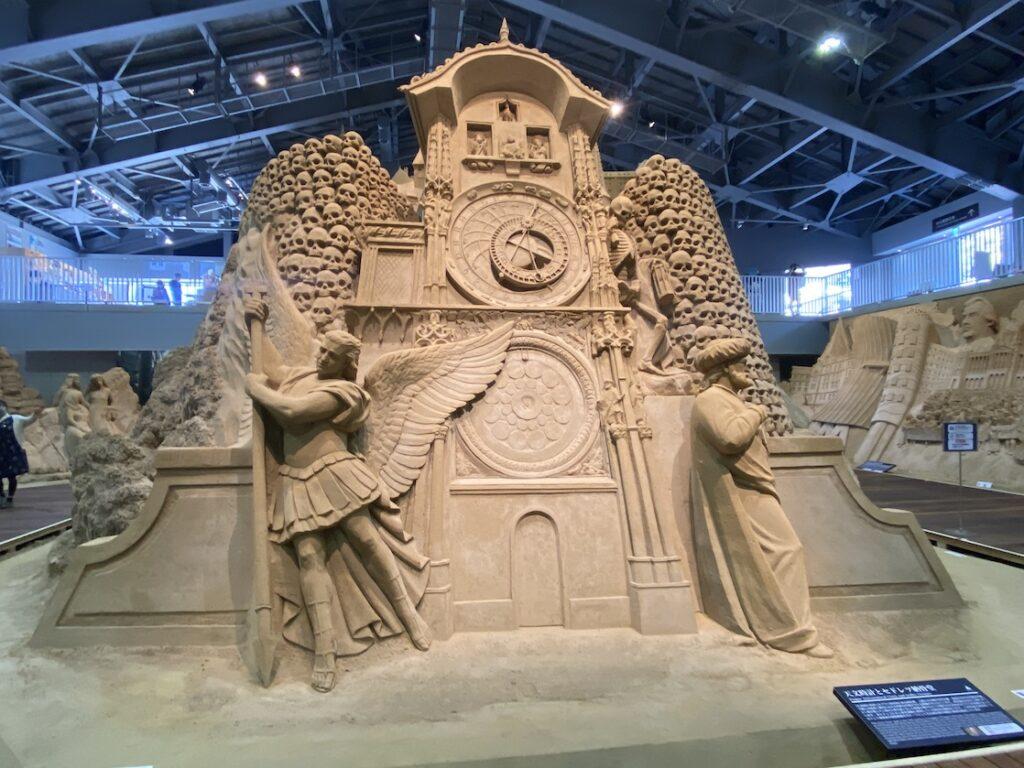 砂の美術館「チェコ&スロバキア編(Czechia&Slovakia)」天文時計とセドレツ納骨堂(制作者:トーマス・クォート)
