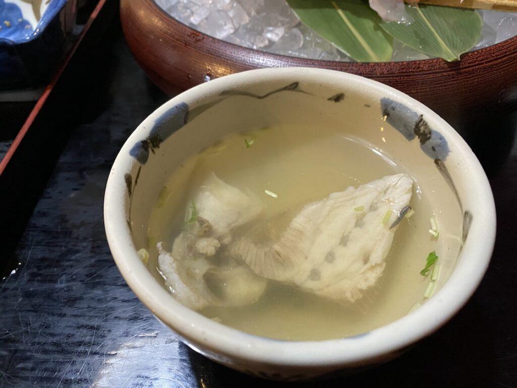鳥取市の海陽亭のカワハギのアラ汁