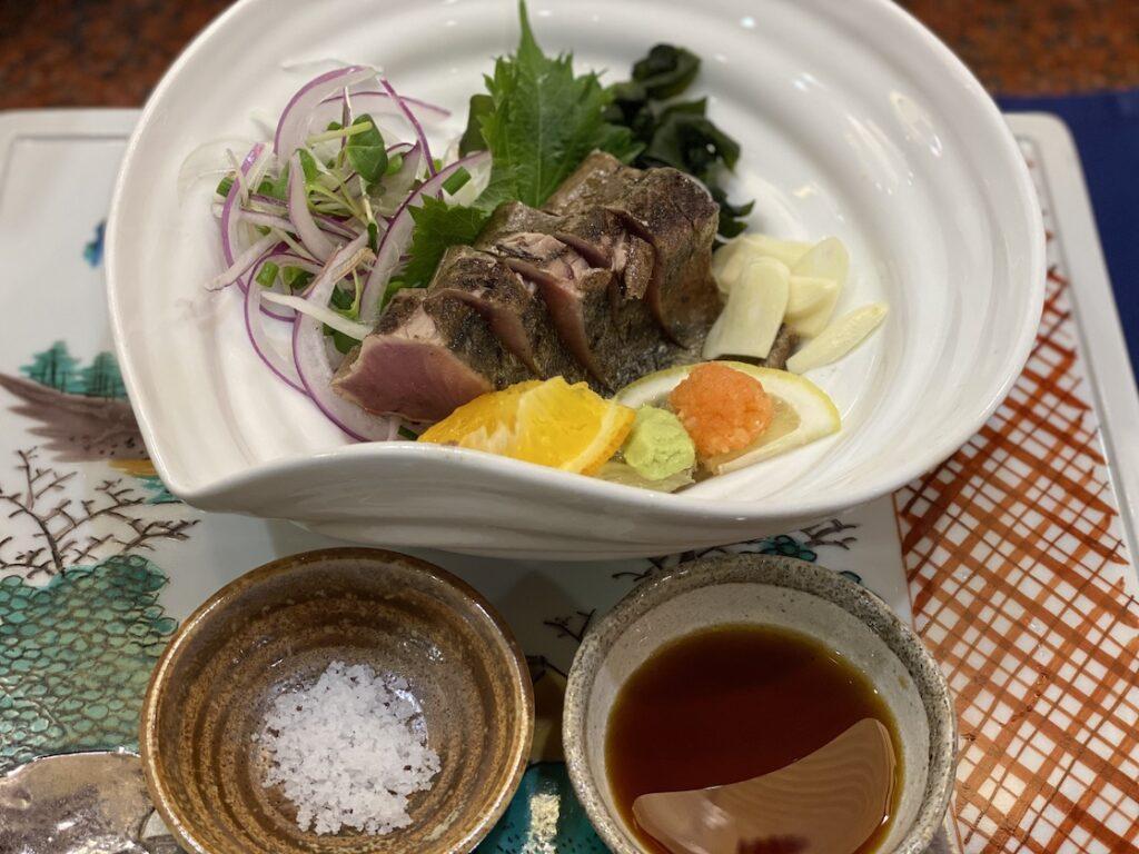 土佐鮨処おらんく家本店の土佐流藁焼き鰹のタタキ