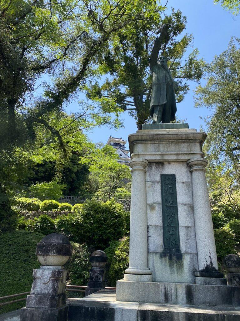 高知城の板垣退助先生像