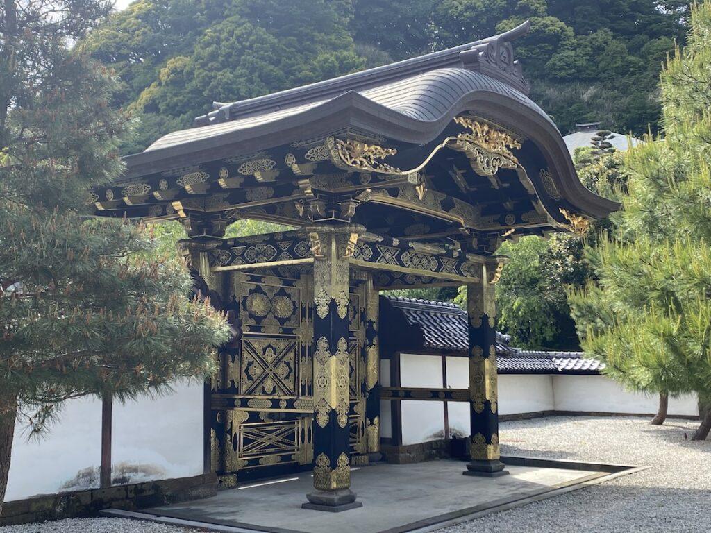建長寺の唐門